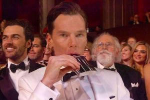 Benedict-Cumberbatch-kicks-off-the-Oscars-with-a-drink (1)