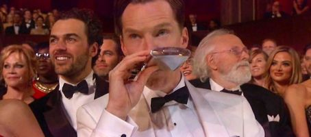 Benedict-Cumberbatch-kicks-off-the-Oscars-with-a-drink