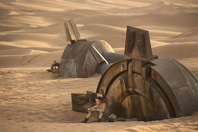 star-wars-force-awakens-rey-at-at