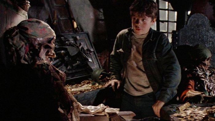 goonies-1985-mikey-with-1-eyed-willy